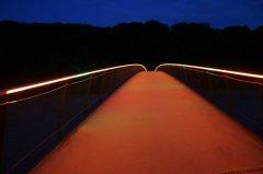 Nachtaufnahme des Museumsstegs.jpg